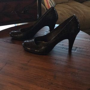 Brown gator textured heels size 7 style and co
